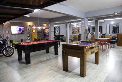 Salão de Cabeleireiro com Bar